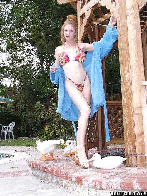 Skinny slender mature chick Annie Body shows her nice anal gape