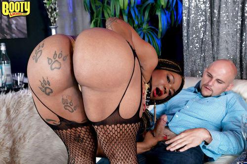 Jaw dropping fatty mature porn along busty ebony whore Diamond Monroe
